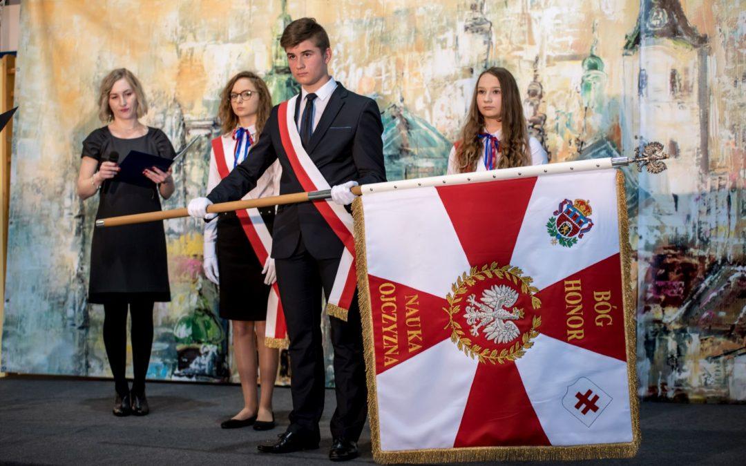 Nadanie sztandaru Szkole Podstawowej im. Orląt Lwowskich w Roźwienicy